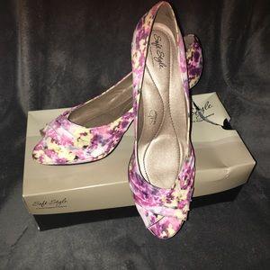 Soft style watercolor floral pumps